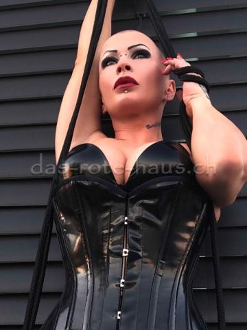 Fetish Mistress Justine