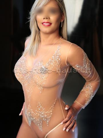 Julia Femme Fontaine